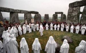 Neo -pagan druids at stonehenge